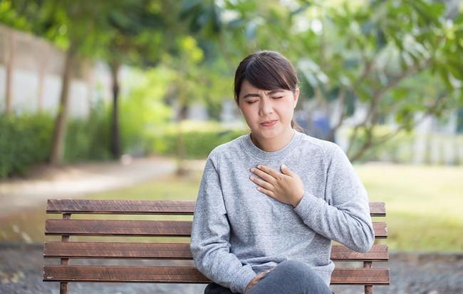Những bệnh có triệu chứng giống bệnh hen suyễn mà nhiều người rất dễ nhầm lẫn - Ảnh 5.