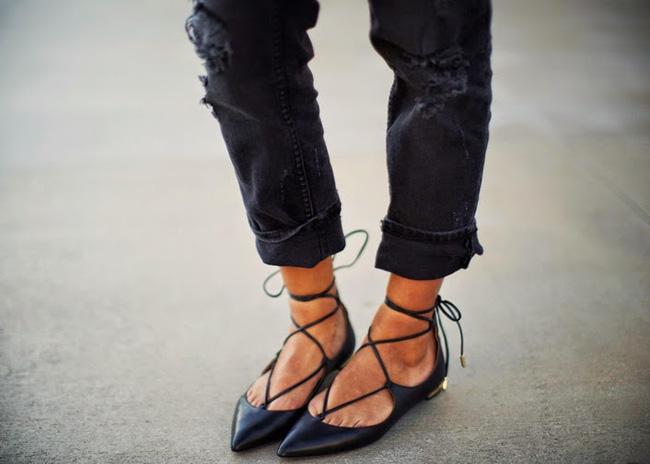 Giày dép là đam mê của phái đẹp, nhưng những kiểu giày nguy hiểm này thì nên tránh chị em ạ - Ảnh 6.