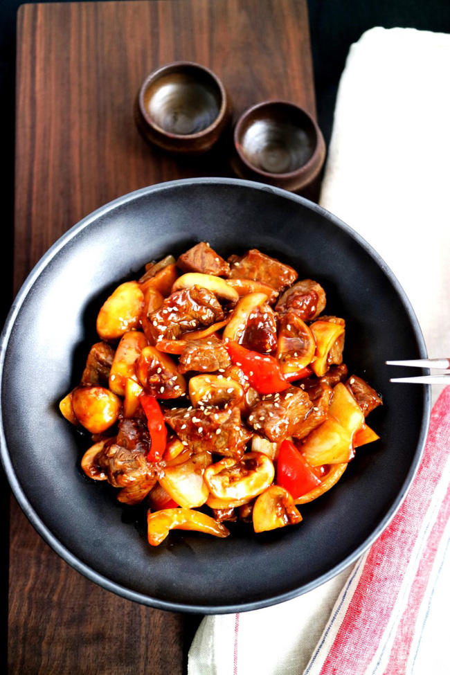 Thịt bò sốt nấm