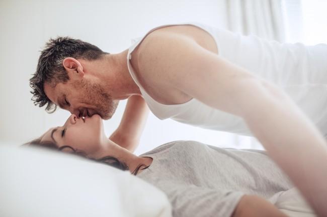 """Bạn biết đàn ông rất nghiện """"chuyện ấy"""" vào buổi sáng chứ? Đây là lý do…"""