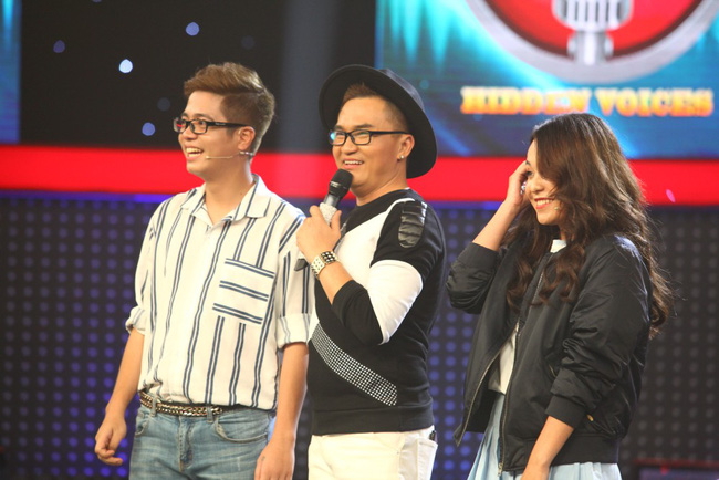 Thu Trang méo mặt khi anh chàng đẹp trai này cất giọng hát - Ảnh 1.