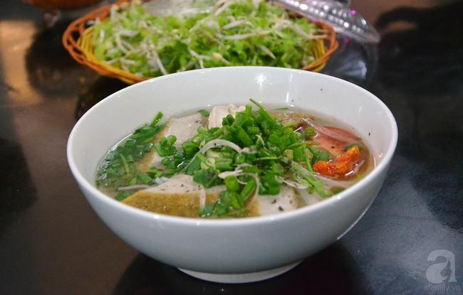 Cẩm nang ăn trọn món ngon, của lạ ở Tuy Hòa chỉ với 300 nghìn - Ảnh 1.