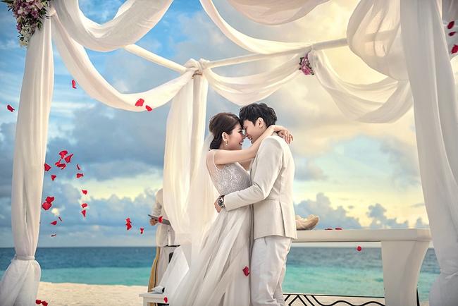BẤT NGỜ! Cặp đôi yêu nhau từ thời tay trắng đến đám cưới bạc tỷ bao trọn resort 5 sao Maldives khi chàng thành đại gia