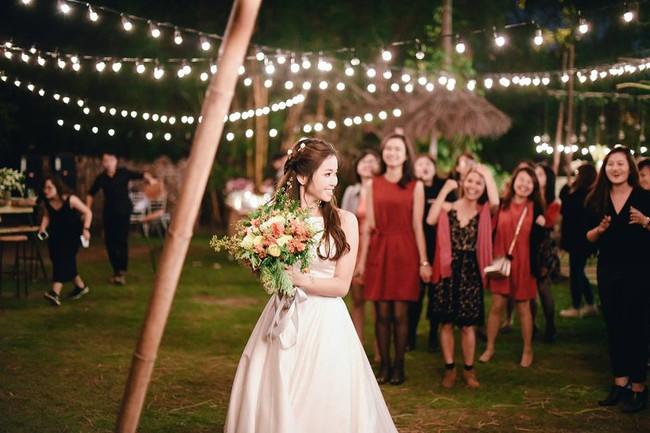 Yêu chết đi được với đám cưới siêu xinh tại khu vườn màu xanh của cặp đôi từng hẹn ước dưới mưa sao băng - Ảnh 23.