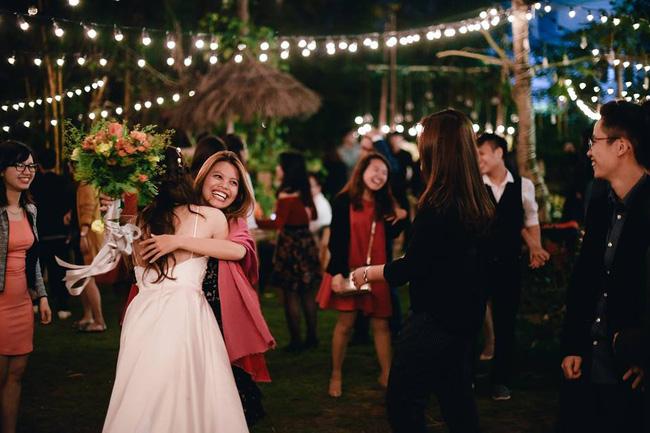 Yêu chết đi được với đám cưới siêu xinh tại khu vườn màu xanh của cặp đôi từng hẹn ước dưới mưa sao băng - Ảnh 24.