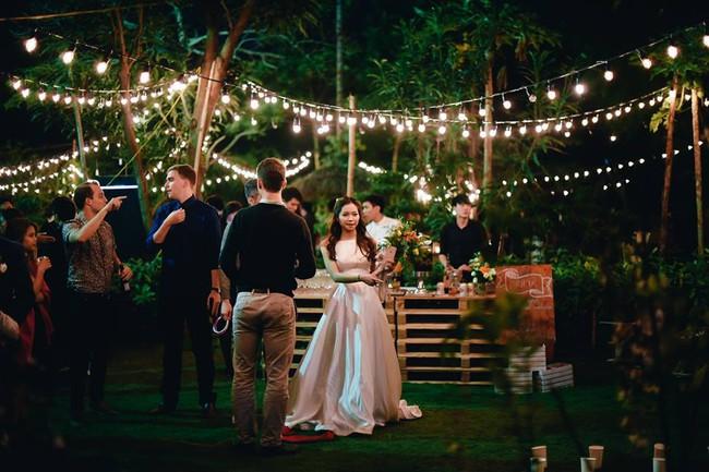 Yêu chết đi được với đám cưới siêu xinh tại khu vườn màu xanh của cặp đôi từng hẹn ước dưới mưa sao băng - Ảnh 19.