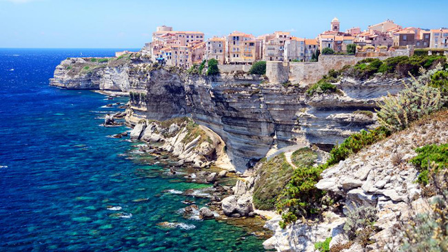 10 ngôi làng đẹp như thiên đường dưới hạ giới của nước Pháp - Ảnh 25.