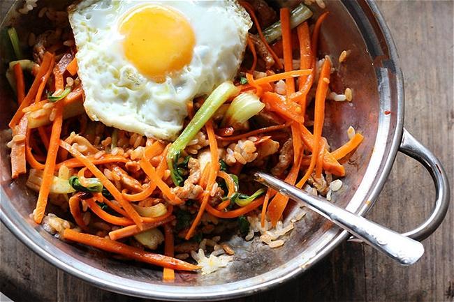 Bữa trưa ngon ngất ngây với cơm trộn chuẩn kiểu Hàn Quốc - Ảnh 4.