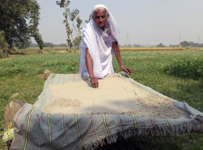 Bà cụ 78 tuổi ăn 2kg cát mỗi ngày suốt 6 thập kỷ qua - Ảnh 3.