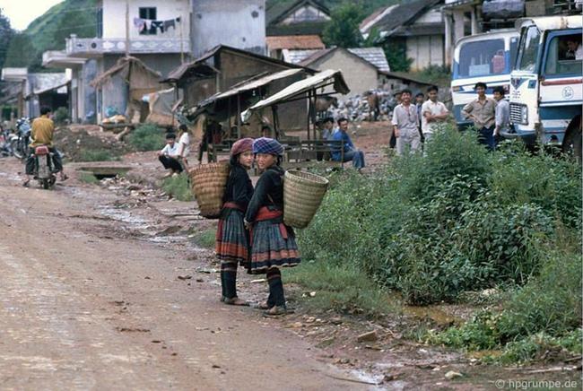 Quay ngược về 3 thập kỷ trước, lặng ngắm cổ trấn Sapa hoang sơ trong mắt nhiếp ảnh gia Tây - Ảnh 23.