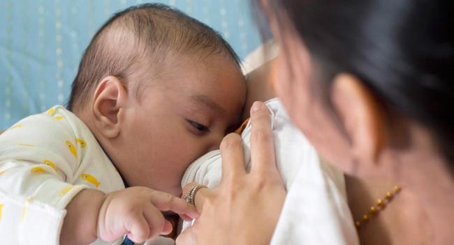 Mẹ nào đang khóc ròng vì mỗi bữa con chỉ ăn 10ml sữa hay vài thìa cháo sẽ giật mình khi biết… - Ảnh 2.
