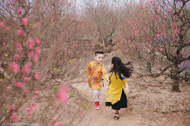 Khi các bé xúng xính trong tà áo dài ngày Tết, mẹ như thấy cả mùa xuân - Ảnh 23.