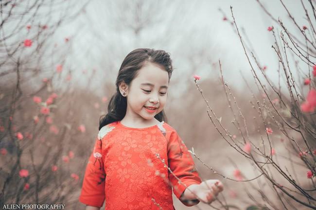 Khi các bé xúng xính trong tà áo dài ngày Tết, mẹ như thấy cả mùa xuân - Ảnh 21.