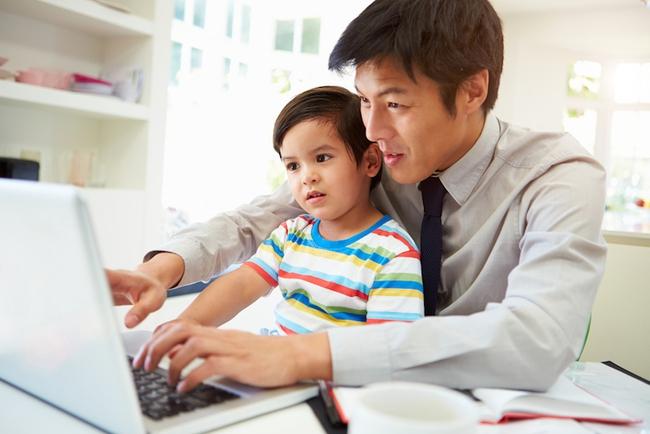 Học ngay cách dạy con xuất sắc của một ông bố lười - Ảnh 1.