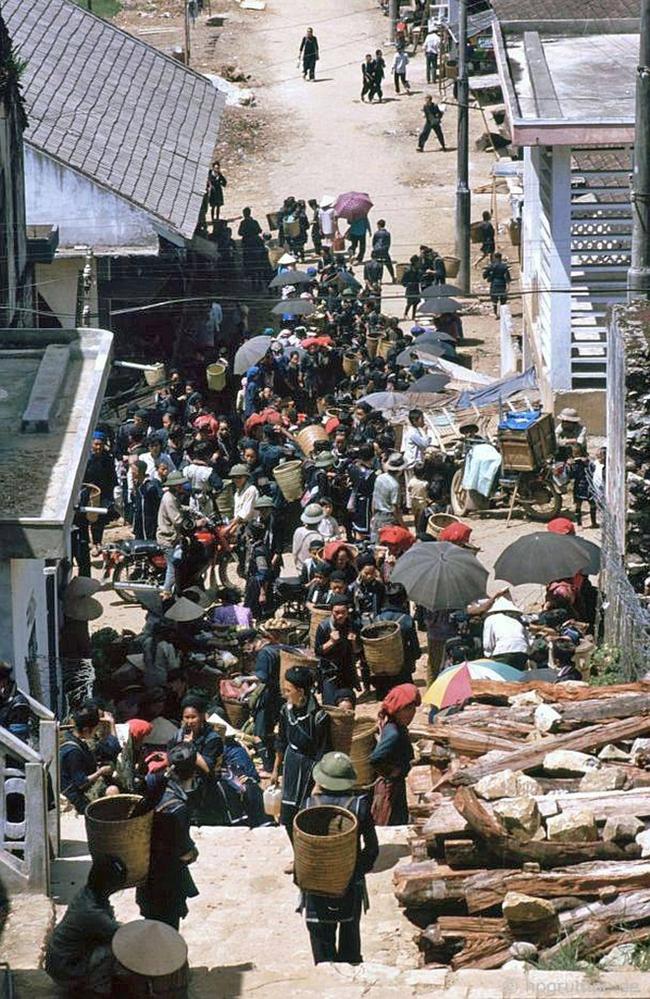 Quay ngược về 3 thập kỷ trước, lặng ngắm cổ trấn Sapa hoang sơ trong mắt nhiếp ảnh gia Tây - Ảnh 25.