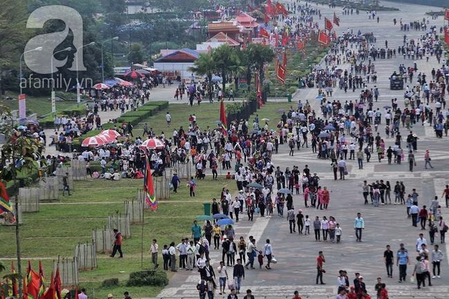 Trước ngày khai hội Đền Hùng, lượng người về không đông như dự đoán - Ảnh 1.