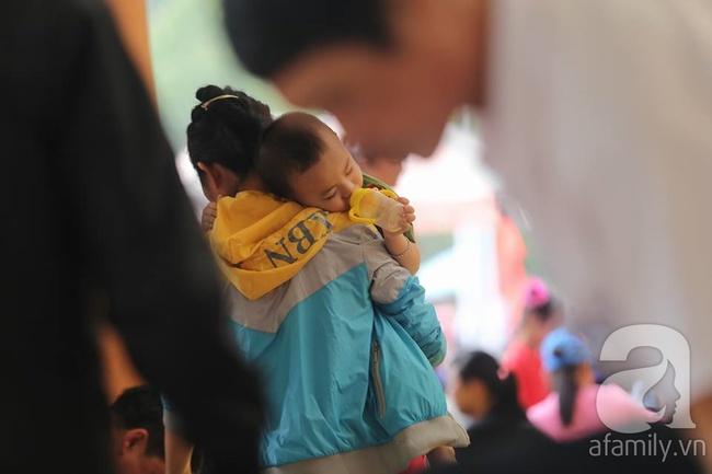 Trước ngày khai hội Đền Hùng, lượng người về không đông như dự đoán - Ảnh 8.