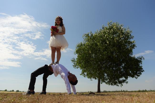 Bộ ảnh cưới đừng hòng mà bắt chước của cô dâu cheerleader bị chú rể cưỡng hôn thay cho lời tỏ tình - Ảnh 12.