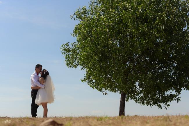 Bộ ảnh cưới đừng hòng mà bắt chước của cô dâu cheerleader bị chú rể cưỡng hôn thay cho lời tỏ tình - Ảnh 17.