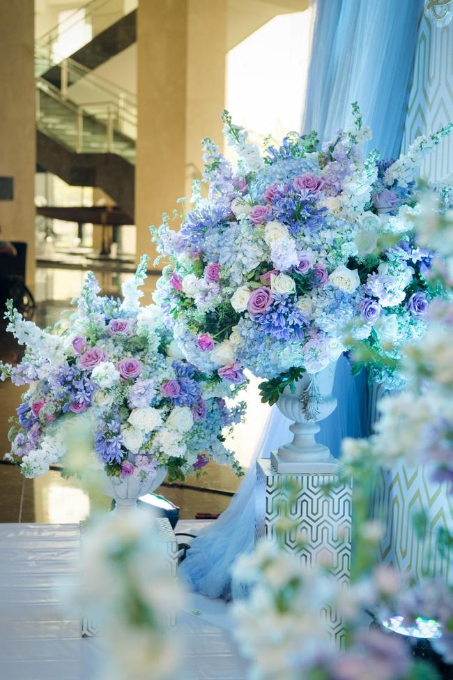 Đám cưới tiền tỷ sân khấu trải toàn hoa tươi nhập ngoại của cô dâu hoa khôi và chú rể Việt kiều - Ảnh 21.