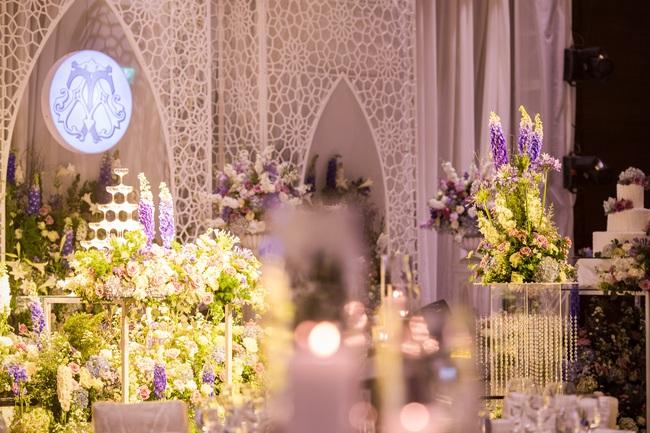 Đám cưới tiền tỷ sân khấu trải toàn hoa tươi nhập ngoại của cô dâu hoa khôi và chú rể Việt kiều - Ảnh 15.