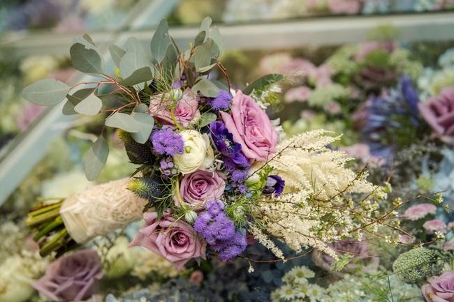 Đám cưới tiền tỷ sân khấu trải toàn hoa tươi nhập ngoại của cô dâu hoa khôi và chú rể Việt kiều - Ảnh 14.