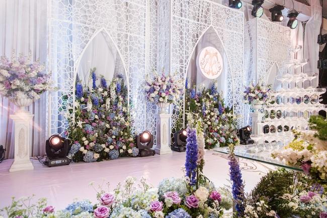Đám cưới tiền tỷ sân khấu trải toàn hoa tươi nhập ngoại của cô dâu hoa khôi và chú rể Việt kiều - Ảnh 13.
