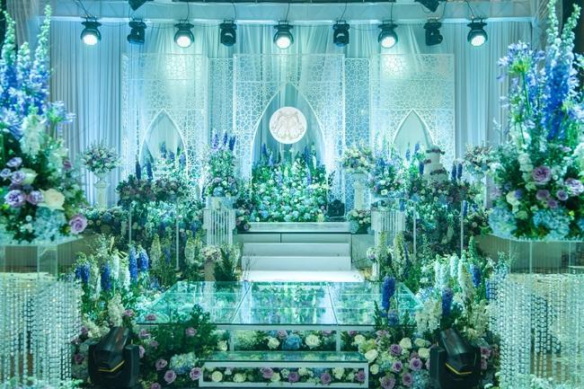 Đám cưới tiền tỷ sân khấu trải toàn hoa tươi nhập ngoại của cô dâu hoa khôi và chú rể Việt kiều - Ảnh 5.