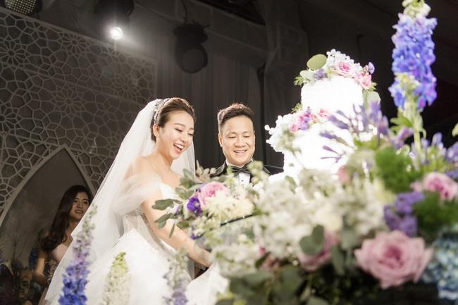 Đám cưới tiền tỷ sân khấu trải toàn hoa tươi nhập ngoại của cô dâu hoa khôi và chú rể Việt kiều - Ảnh 11.