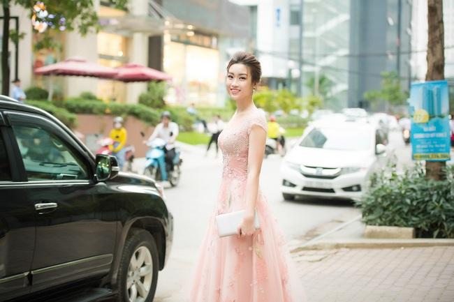Hoa hậu Đỗ Mỹ Linh ngọt ngào như một nàng công chúa trong chiếc váy bồng bềnh - Ảnh 4.