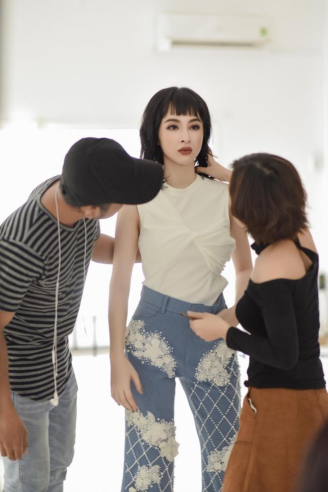 Không trang phục lộng lẫy, Angela Phương Trinh vẫn đẹp hút mắt nhìn - Ảnh 3.