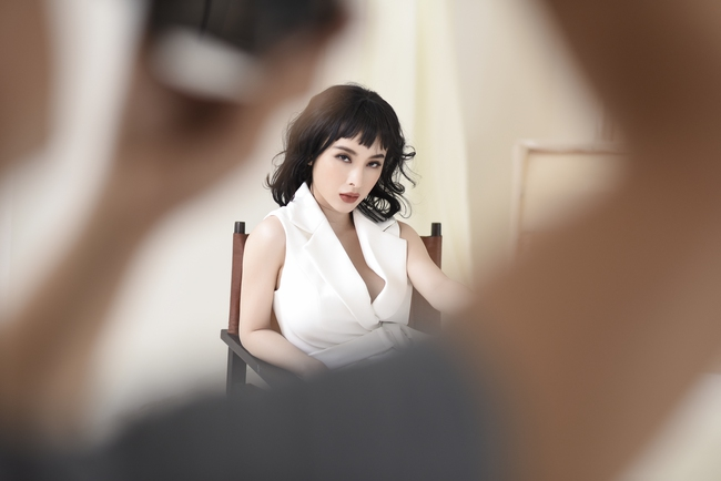 Không trang phục lộng lẫy, Angela Phương Trinh vẫn đẹp hút mắt nhìn - Ảnh 7.