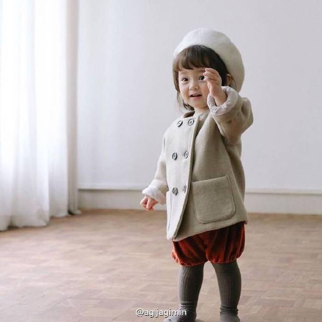 Bé gái 3 tuổi xinh xắn đốn tim hàng trăm nghìn cư dân mạng - Ảnh 10.