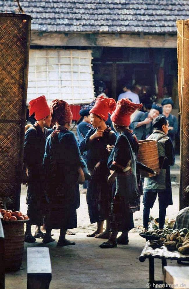 Quay ngược về 3 thập kỷ trước, lặng ngắm cổ trấn Sapa hoang sơ trong mắt nhiếp ảnh gia Tây - Ảnh 27.