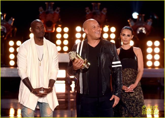 MTV Awards: Beauty and the Beast thắng phim của năm, Emma Watson sẵn tiện ẵm luôn giải diễn viên xuất sắc. - Ảnh 12.