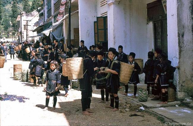 Quay ngược về 3 thập kỷ trước, lặng ngắm cổ trấn Sapa hoang sơ trong mắt nhiếp ảnh gia Tây - Ảnh 28.