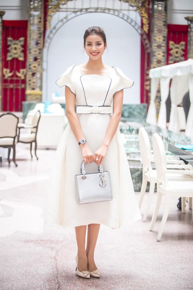 Mặc lời đồn ngồi ghế nóng Next Top Model, Phạm Hương vẫn đẹp cổ điển thế này - Ảnh 3.