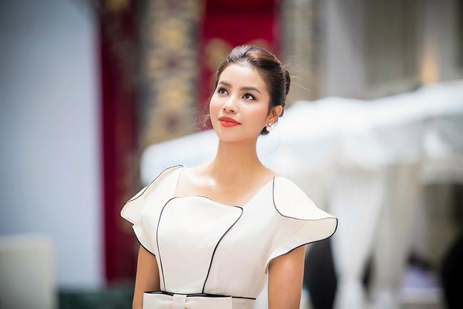 Mặc lời đồn ngồi ghế nóng Next Top Model, Phạm Hương vẫn đẹp cổ điển thế này - Ảnh 2.