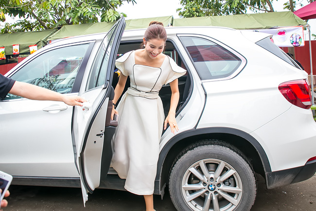 Mặc lời đồn ngồi ghế nóng Next Top Model, Phạm Hương vẫn đẹp cổ điển thế này - Ảnh 1.