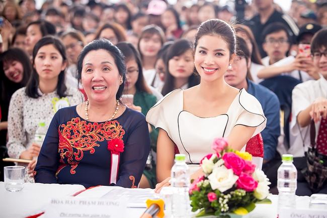 Mặc lời đồn ngồi ghế nóng Next Top Model, Phạm Hương vẫn đẹp cổ điển thế này - Ảnh 6.