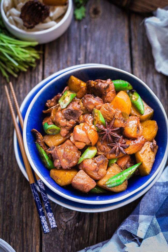 Đậm vị đưa cơm với món gà rim khoai tây - Ảnh 6.