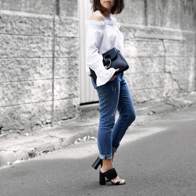 Có bao giờ bạn nghĩ quần jeans với giày cao gót lại hợp gu thế này? - Ảnh 11.
