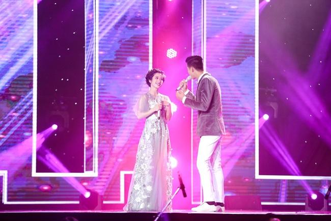 Lệ Quyên - Quang Lê rời ghế nóng, chạy lên sân khấu nhảy múa tưng bừng với thí sinh - Ảnh 9.