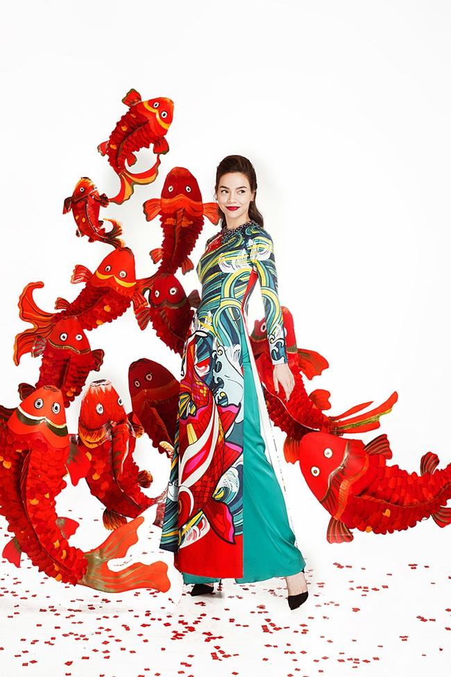 Hồ Ngọc Hà xinh đẹp hút hồn trong bộ ảnh Tết kết hợp cùng các đàn em đình đám - Ảnh 2.