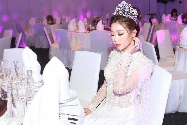 """Hoa Hậu Mỹ Linh xuất hiện ấn tượng với hình ảnh gợi nhớ """"Công chúa Mỵ Châu"""" - Ảnh 9."""
