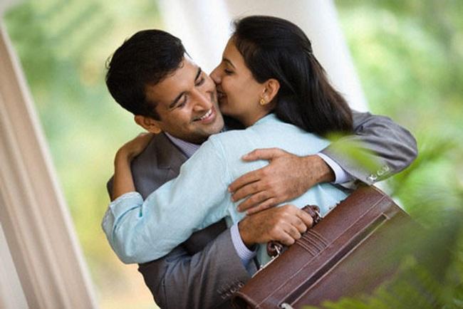 TIẾT LỘ cho CÁNH MÀY RÂU: Hôn vợ trước khi đi làm sẽ giúp chồng thành công, giàu có và sống lâu hơn!