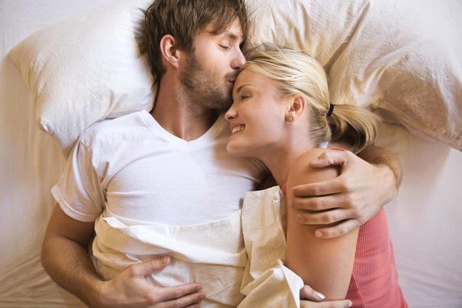 """Chỉ cần quan sát biểu hiện này khi """"yêu"""" là đủ biết anh ấy có yêu bạn thật lòng không - Ảnh 2."""