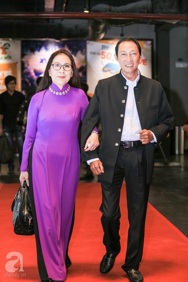 Mẹ hiền Kim Xuân và Kiều Trinh hẹn nhau cùng mặc áo dài tím duyên dáng - Ảnh 3.