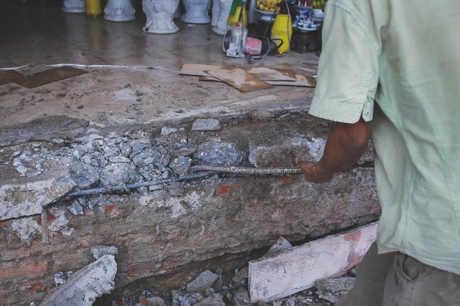 Hà Nội: Người dân phá nền, kê bao cát làm bậc vào nhà - Ảnh 8.