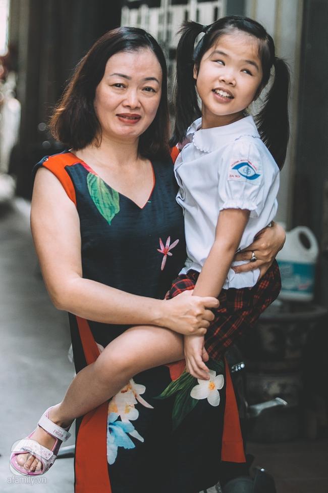 Mẹ bé khiếm thị gây sốt Vietnam Idol Kids: Tôi đã khóc rất nhiều khi con mình chẳng nhìn thấy gì cả! - Ảnh 9.